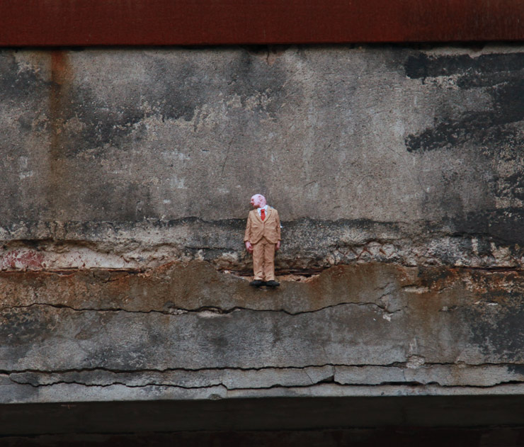 Isaac Cordal / Photo © Jaime Rojo - Brooklyn Street Art