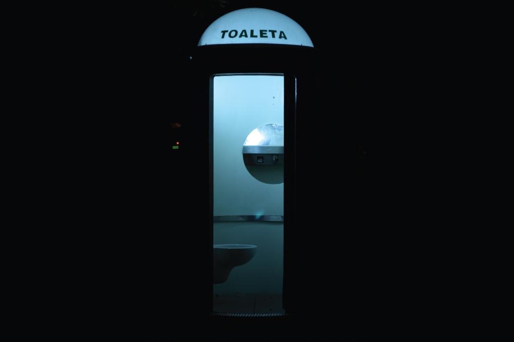 Gonzalo Escobar - Toaleta
